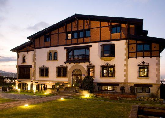 Fachada estilo Chateaux Hotel Embarcadero en Getxo